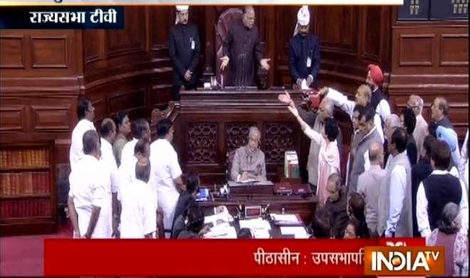 संसद के दोनों सदनों में नोटबंदी पर हंगामा, कार्यवाही बाधित - India TV