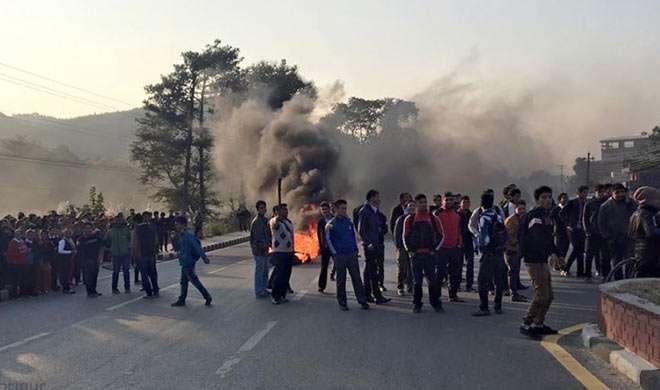 नेपाल: संविधान संशोधन विधेयक के विरोध में दूसरे दिन भी प्रदर्शन - India TV