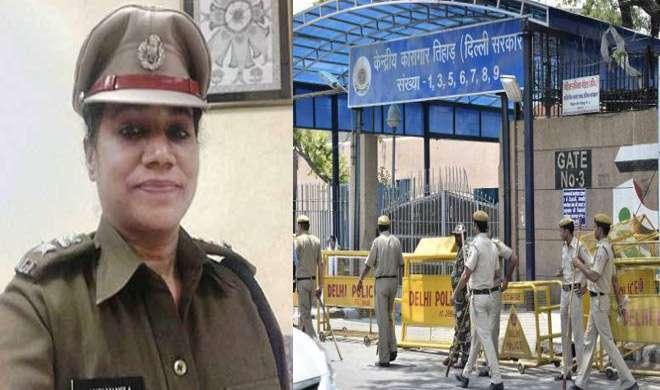 जब तिहाड़ में पुरुष कैदियों की पहली महिला जेलर ने मुस्कुराते हुए कहा, 'मुझे जेलर न कहें' - India TV
