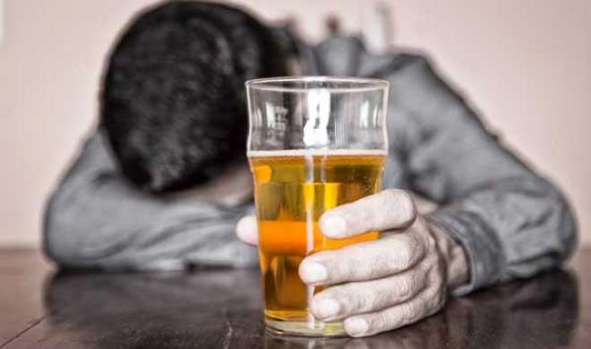 शराब माफियाओं का पुलिस पर हमला, 2 थाना प्रभारी घायल