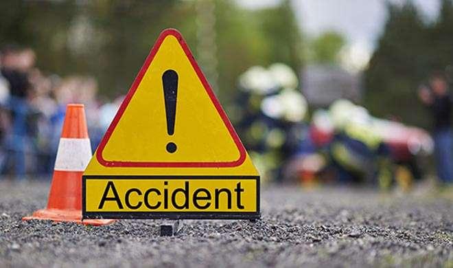 UP: बाराबंकी में सड़क हादसा, एक ही परिवार के 9 लोगों की मौत, 2 घायल