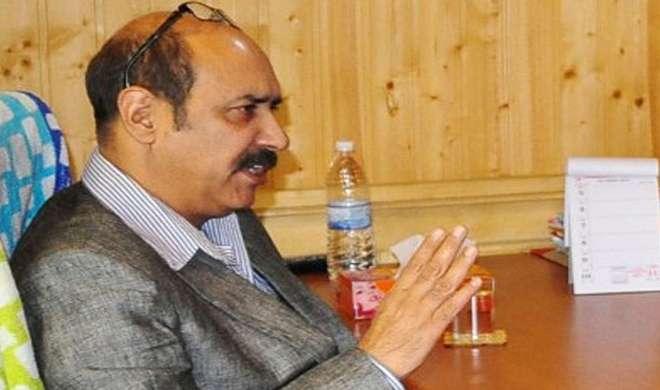 जम्मू-कश्मीर: PDP नेता बशरत बुखारी ने मंत्रिपद से दिया इस्तीफा - India TV