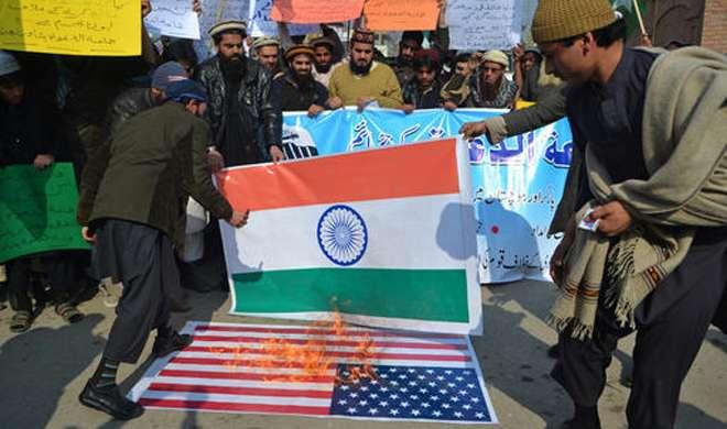 पाकिस्तान: हाफिज सईद की रिहाई की मांग, ट्रंप व मोदी के पुतले फूंके