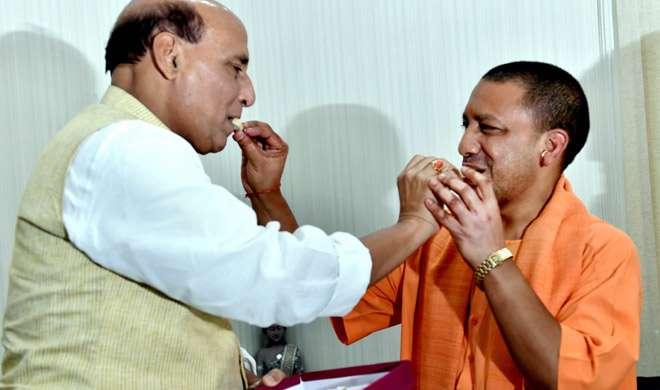 PM मोदी और राजनाथ सिंह से मिले यूपी के CM योगी आदित्यनाथ, कई अहम मुद्दों पर हुई चर्चा - India TV