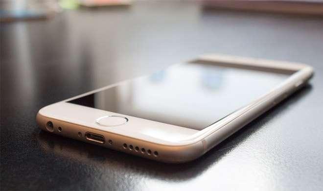 ब्रिटेन: नहाते हुए आईफोन चार्ज कर रहा था, झटका लगने से मौत - India TV