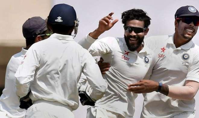 गेंदबाजी में शीर्ष पर पहुंचे जडेजा, बल्लेबाजी में पुजारा दूसरे स्थान पर - India TV