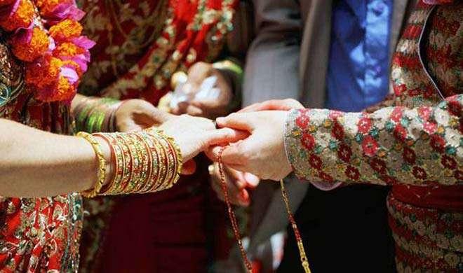 पाक में हिंदू समुदाय से जुड़े बहुप्रतीक्षित विवाह कानून को मिली मंजूरी - India TV