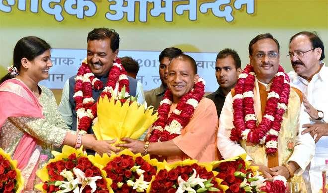 उत्तर प्रदेश में शुरू हुआ 'योगी राज', आदित्यनाथ ने ली CM पद की शपथ