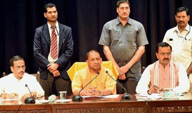 मंत्रियों के बाद अब अफसरों को भी योगी का निर्देश, 15 दिन में घोषित करें चल अचल संपत्ति - India TV