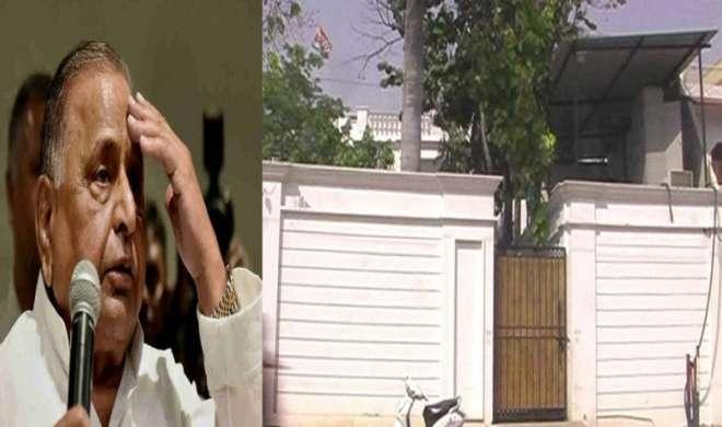 बुरे फंसे मुलायम सिंह यादव, घर पर बिजली विभाग का छापा, इतना बिल है बकाया - India TV