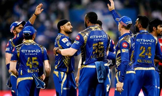 IPL 2017: मुंबई ने हैदराबाद को 158 पर सीमित किया