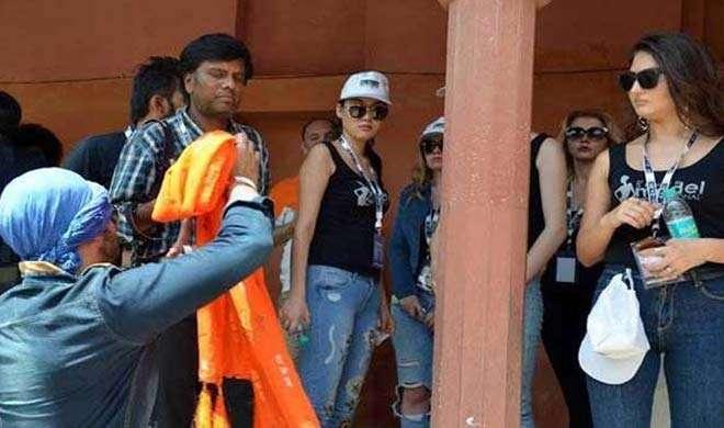 'क्या ताजमहल में यूपी के सीएम योगी आदित्यनाथ के भी कपड़े उतारे जाएंगे?'