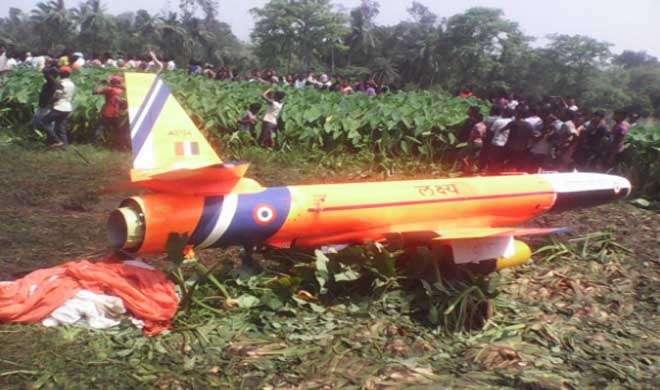 ओडिशा के बालासोर में वायुसेना का मानव रहित विमान लक्ष्य क्रैश - India TV