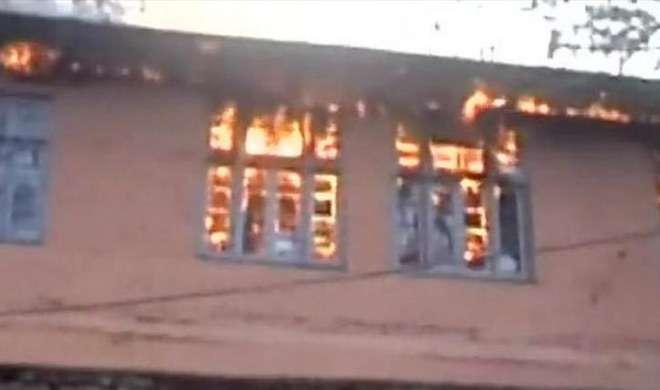 Image result for जम्मू-कश्मीर में चुनाव केंद्र बनाई गई दो स्कूली इमारतों में शरारती तत्वों ने लगायी आग