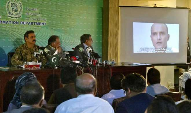 जाधव मामले में पाक का नया पैंतरा, दोबारा सुनवाई के लिए ICJ पहुंचा - India TV