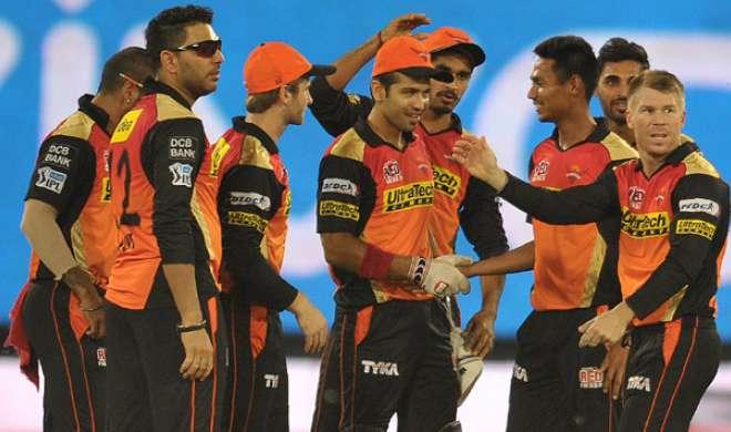 IPL 2017: प्लेऑफ की उम्मीद के साथ मुम्बई से भिड़ेगा हैदराबाद