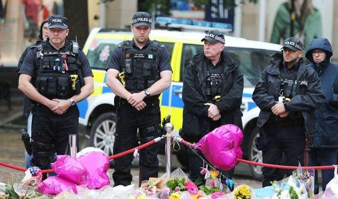 आतंकी हमले में मारे गए लोगों के लिए लंदनवासियों ने निकाला जुलूस
