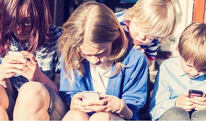 अमेरिका: 13 साल से कम उम्र के बच्चे नहीं खरीद पाएंगे स्मार्टफोन, लग सकता है जुर्माना