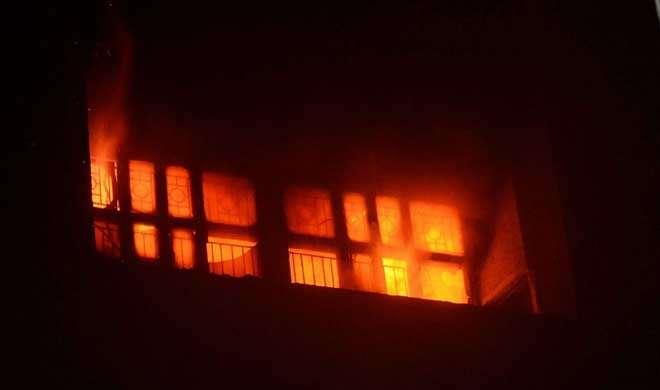 लखनऊ के किंग जॉर्ज मेडिकल कॉलेज में लगी भीषण आग, अफरा-तफरी का माहौल
