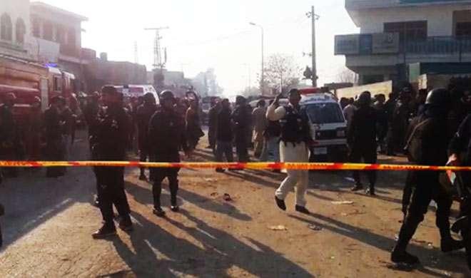 पाकिस्तान में एक आत्मघाती विस्फोट में 2 जवानों की मौत, 10 अन्य घायल