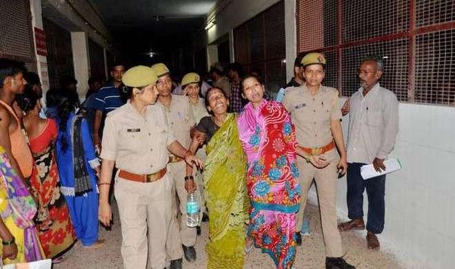 गोरखपुर में पिछले 5 दिनों में नवजात बच्चों समेत 63 मासूमों की मौत, योगी ने दिये सख्त कार्रवाई के निर्देश