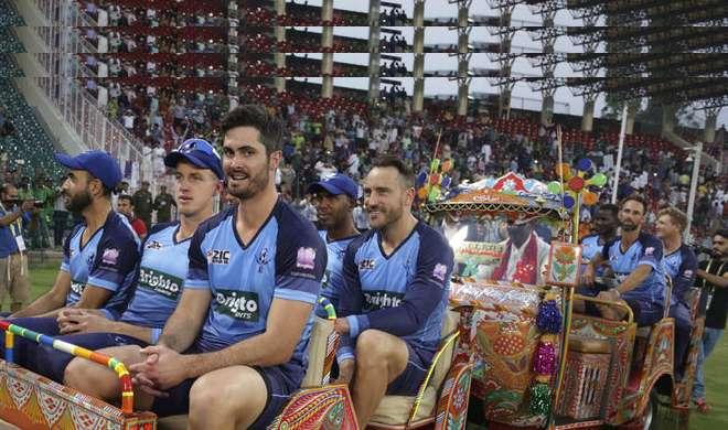 वीडियो: वर्ल्ड इलेवन के खिलाड़ियों ने पाकिस्तान में कुछ ऐसे उठाया ऑटो राइड का लुत्फ