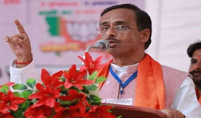 यूपी के डिप्टी CM बोले, 'मुगल शासक हमारे पूर्वज नहीं लुटेरे थे, पाठ्यक्रम से हटाए जाएंगे'
