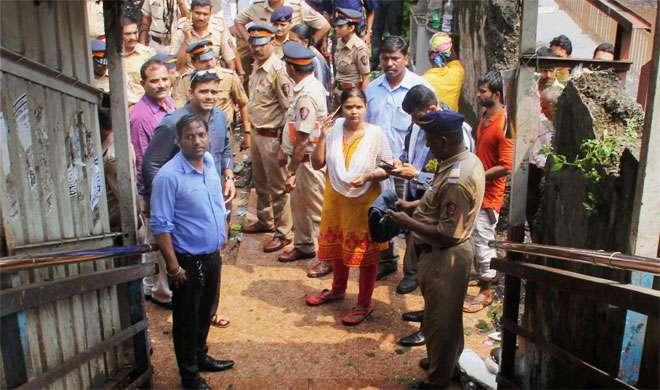 मुंबई भगदड़: CM फडणवीस ने मृतकों के परिजनों को 5 लाख रुपये के मुआवजे की घोषणा की