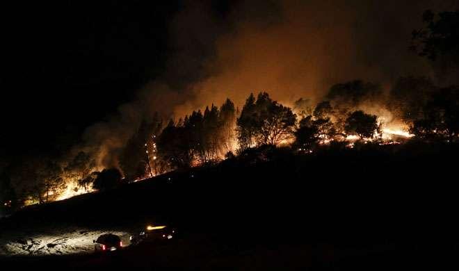 कैलिफोर्निया: राख के बीच खोजी जा रहीं लाशें, मृतकों की संख्या 31 तक पहुंची