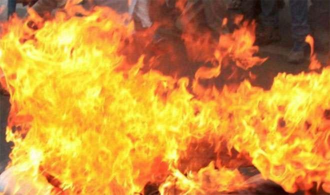 मोबाइल देने से पिता ने किया इनकार, लड़की ने खुद को आग लगाकर जान दी