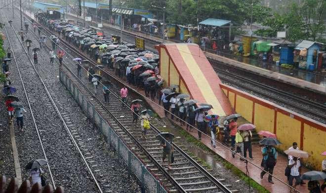 कोलकाता में भारी बारिश, तेज हवा के कारण हवाई यातायात बाधित