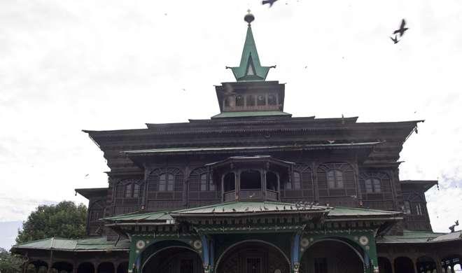 श्रीनगर की ऐतिहासिक खानकाह-ए-मौला दरगाह में लगी आग, ऊपरी हिस्सा क्षतिग्रस्त