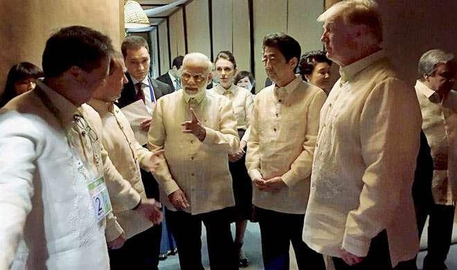 फिलीपींस में ट्रंप, आबे समेत दुनिया के बड़े नेताओं से इस अंदाज में मिले PM मोदी, देखें तस्वीरें