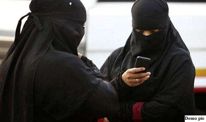 शादी के 23 साल बाद AMU के प्रोफेसर ने Whatsapp पर दिया तीन तलाक, पत्नी ने दी सुसाइड की धमकी