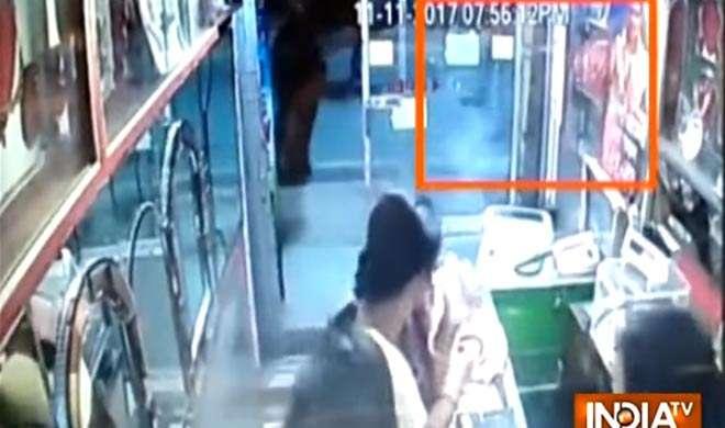 पश्चिम बंगाल के हुगली में लगातार 3 बम धमाके, 2 लोग गायल