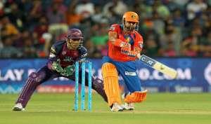 IPL: चेले रैना ने दी फिर गुरु धोनी को मात, देखें मैच तस्वीरों में...