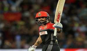 IPL: कैसे कैप्टन हॉट विराट पड़े कैप्टन कूल धोनी पर भारी, देखें तस्वीरें...