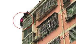 Video: सातवीं मंजिल से कूद गई नाराज पत्नी, चोटी पकड़ पति ने बचाई जान