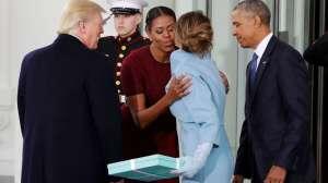 क्या वाकई ओबामा ने ट्रंप की पत्नी का दिया गिफ्ट 'फेंक' दिया था?