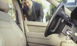 कार में चाबी छूट गई...? जाने मोबाइल से कैसे खोलें लॉक