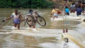 पश्चिम बंगाल में बाढ़ से सात लोगों की मौत, ढाई लाख बेघर