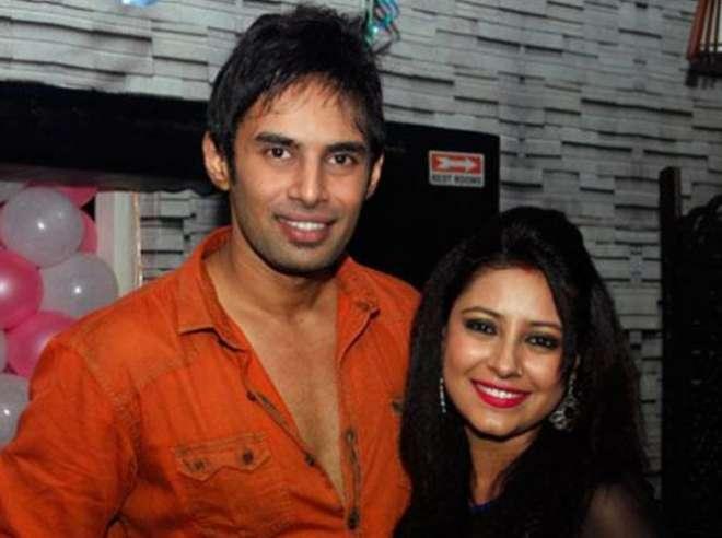 प्रत्युषा बनर्जी मुबंई के एक फ्लैट में अपने ब्यॉयफ्रेंड राहुल के साथ लिव इन में रहती थीं।