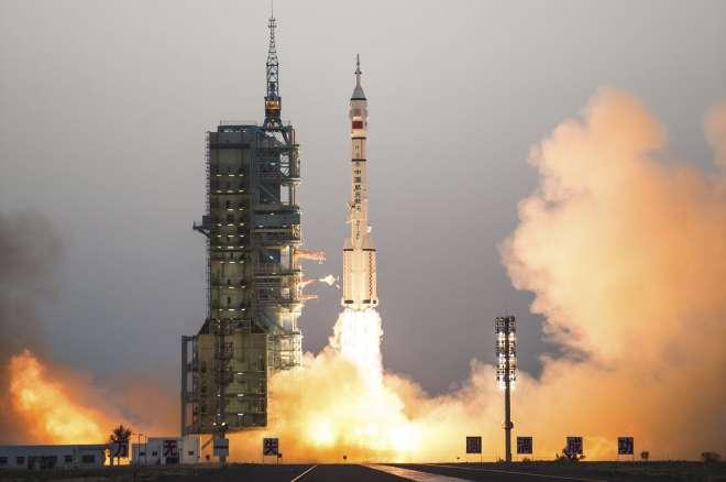 चीन ने सबसे लंबे मानवयुक्त अंतरिक्ष अभियान का किया प्रक्षेपण - India TV