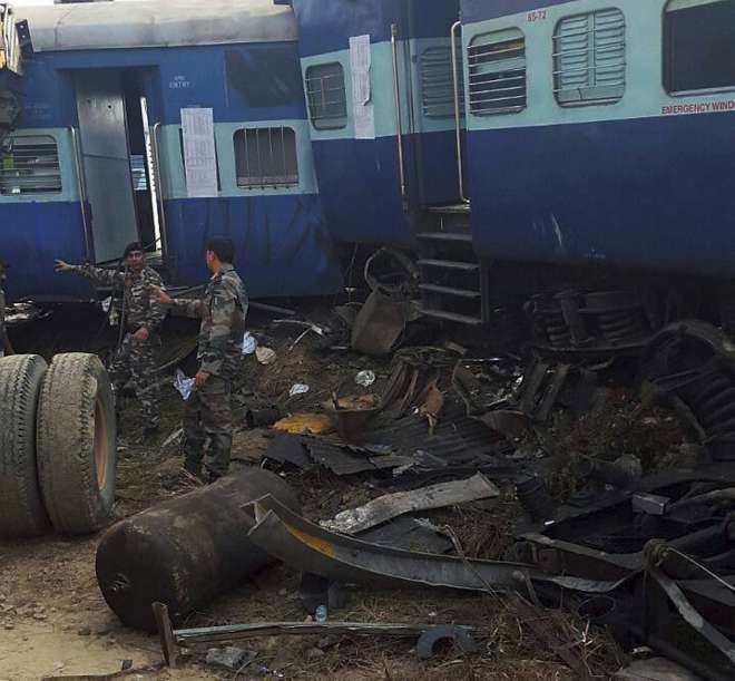 kanpoor train accident