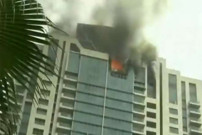 दीपिका पादुकोण की बिल्डिंग में लगी आग