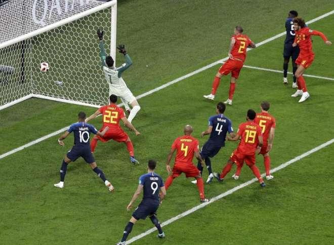 फ्रांस के सैमुएल उम्तीती ने 51वें मिनट में हेडर से किया गोल (Photo,PTI)
