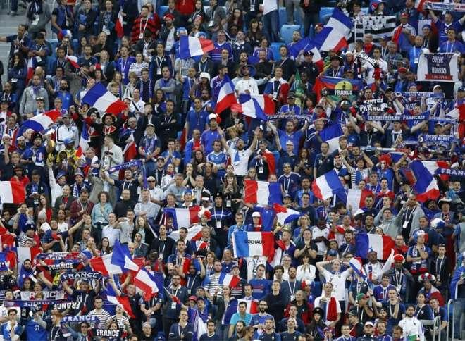 फ्रांस की जीत का जश्न मनाते लोग (Photo,PTI)