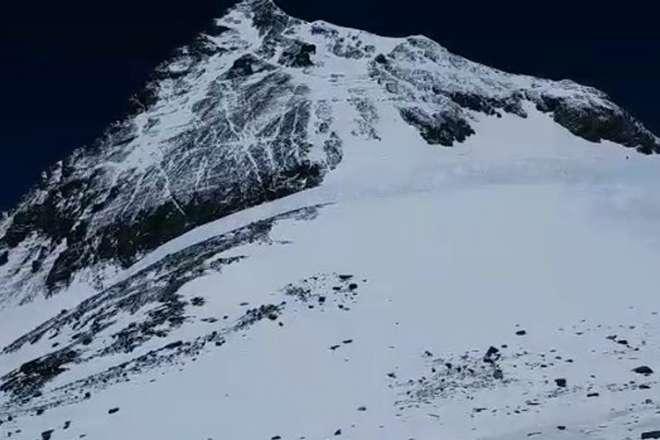 बीएसएफ के असिस्टेंट कमांडेट लवराज ने माउंट एवरेस्ट पर सातवीं बार फहराया तिरंगा