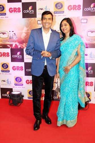 शेफ संजीव कपूर भी 'इंडियन टेलीविजन अवॉर्ड्स' में शामिल हुए।
