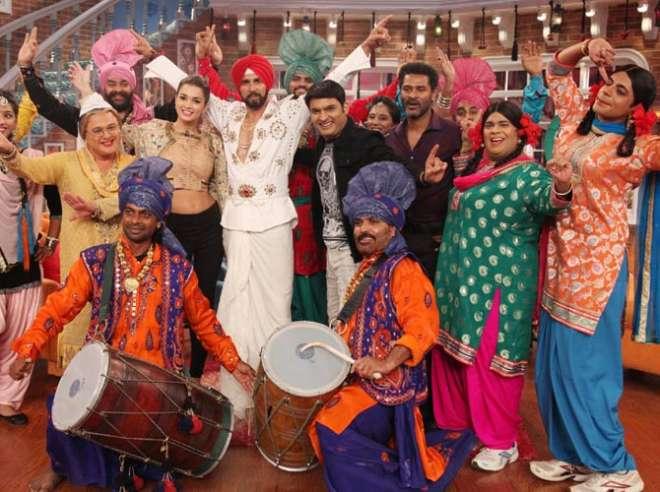 शो पर सबने तस्वीरे को लिए पंजाबी स्टाइल में पोजेस दिए।
